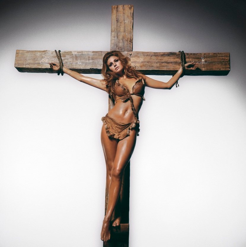 Raquel Welch on the cross, Los Angeles 1970 © Terry O'Neill