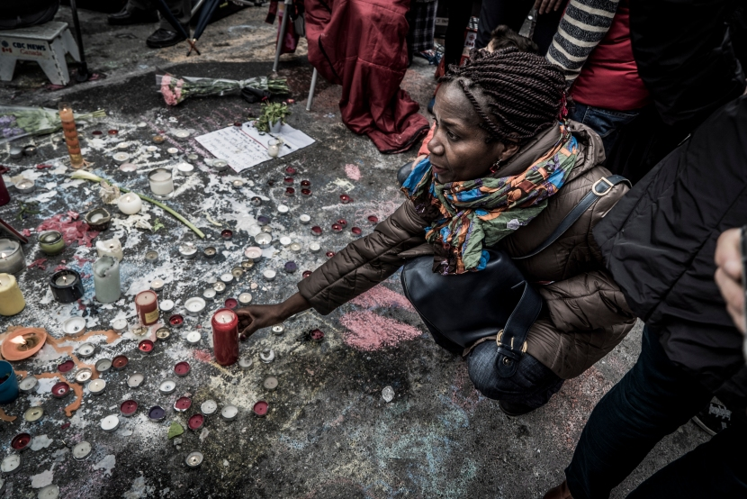 Peace_Black_Woman_Brussels_1